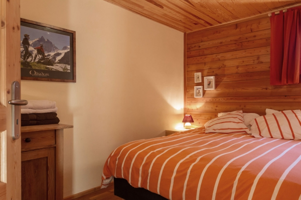 vallons_chambre_lit_double_les_vallons_2000ds.jpg